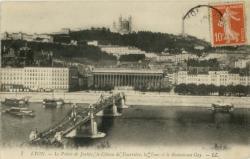 Lyon : Le Palais de Justice ; le Côteau de Fourvière ; La Tour et le Restaurant Gay.