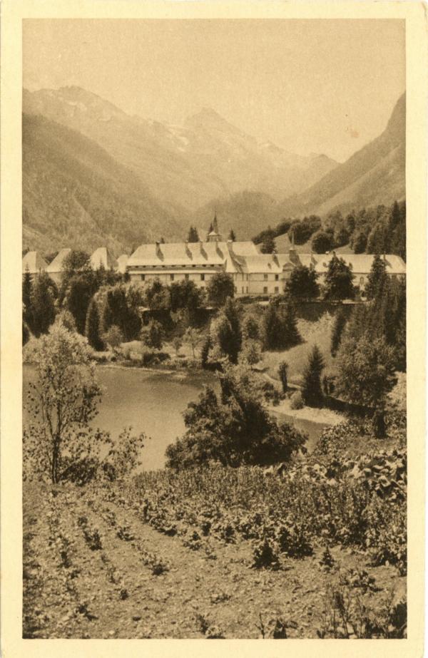 Carmel du Reposoir (Hte-Savoie) : Le Monastère et la Pointe-Percée.