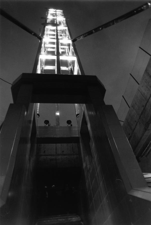 """[Mise en lumière de """"LyonNéon, tour lumière cybernétique de Lyon"""", sculpture Nicolas Schöffer (1988)]"""