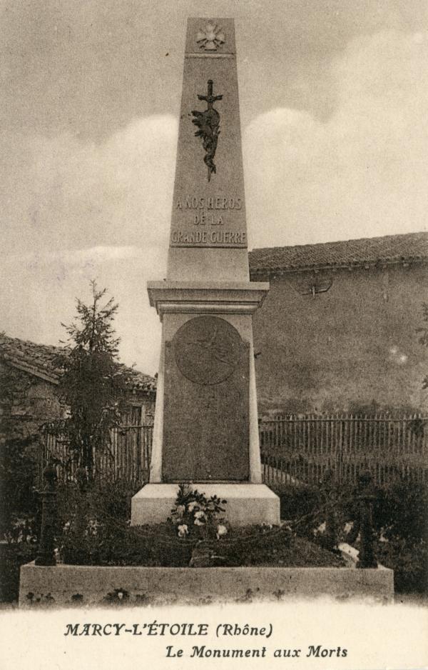Marcy-l'Etoile (Rhône). - Le Monument aux Morts