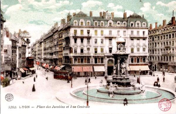 Lyon : Place des Jacobins et Rue Centrale