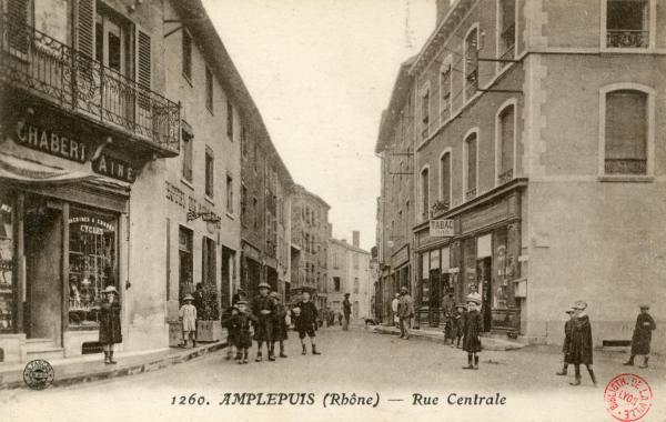 Amplepuis (Rhône) : Rue centrale
