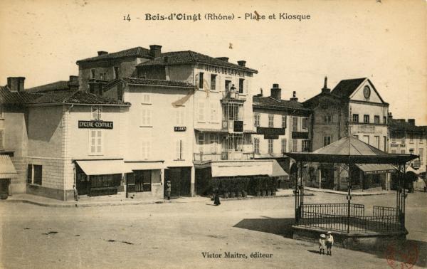 Bois d'Oingt (Rhône) : Place et Kiosque