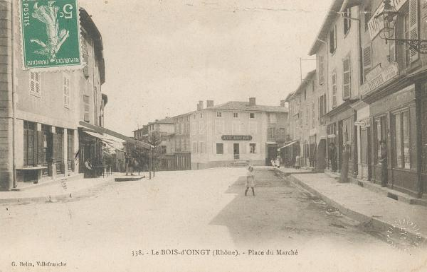 Bois d'Oingt (Rhône) : Place du marché