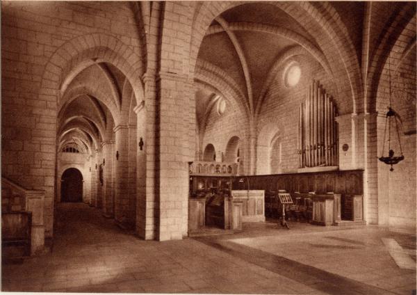 Abbaye N.-D. d'Aiguebelle : La Basilique ; Croisée du Transept
