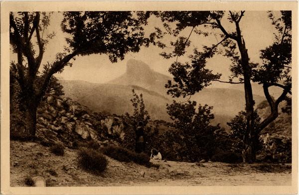 La région du Vivarais (Ardèche) : Le Rocher de Soutron