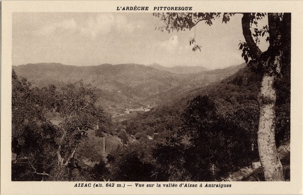 Aizac (alt. 642 m. Ardèche) : Vue sur la vallée d'Aizac à Antraigues