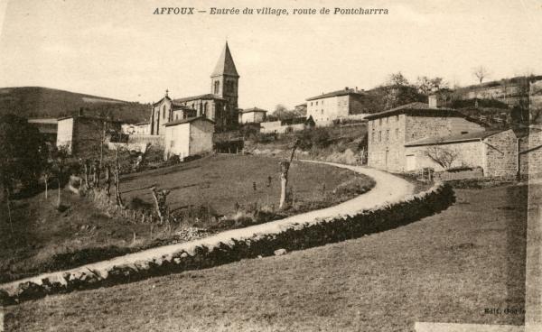 Affoux (Rhône) : Entrée du village, route de Pontcharra