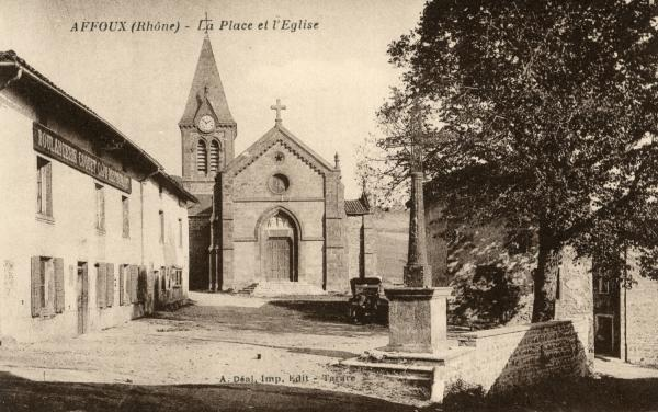 Affoux (Rhône) : La place et l'église