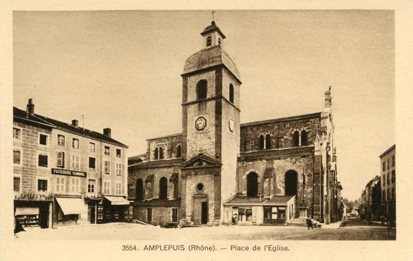 Amplepuis (Rhône) : Place de l'église