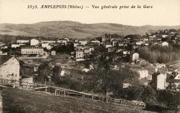 Amplepuis (Rhône) : Vue générale prise de la Gare