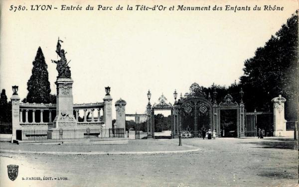 Lyon : Entrée du Parc de la Tête-d'Or et Monument des Enfants du Rhône