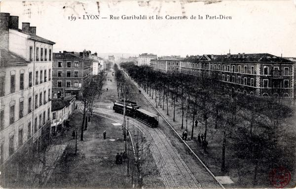 Lyon : Rue Garibaldi et les Casernes de la Part-Dieu
