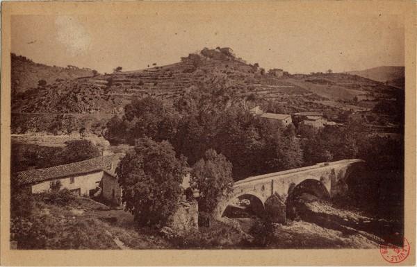 Le Pont du Roi, la Vallée du Doux et le Couvent (Ardèche)