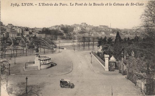 Lyon : L'Entrée du Parc ; le Pont de la Boucle et le Coteau de St-Clair