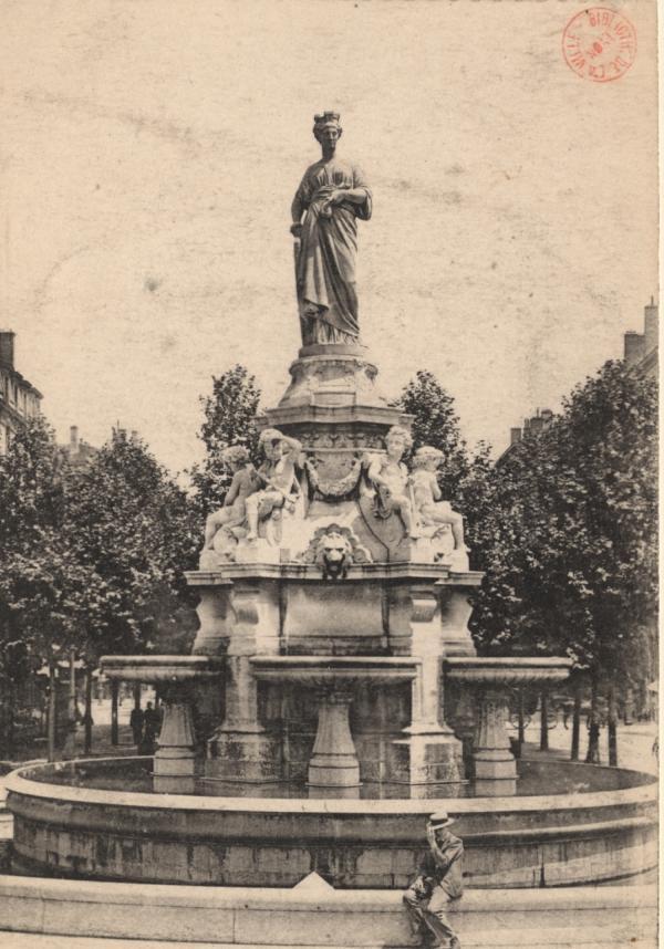 Lyon : La Fontaine Morand et la Statue de la Soierie Lyonnaise