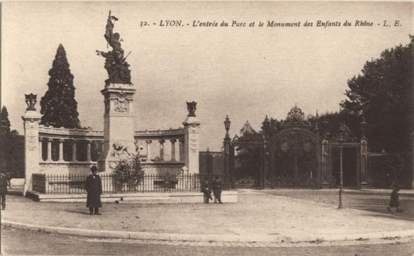 Lyon : L'entrée du Parc et le Monument des Enfants du Rhône