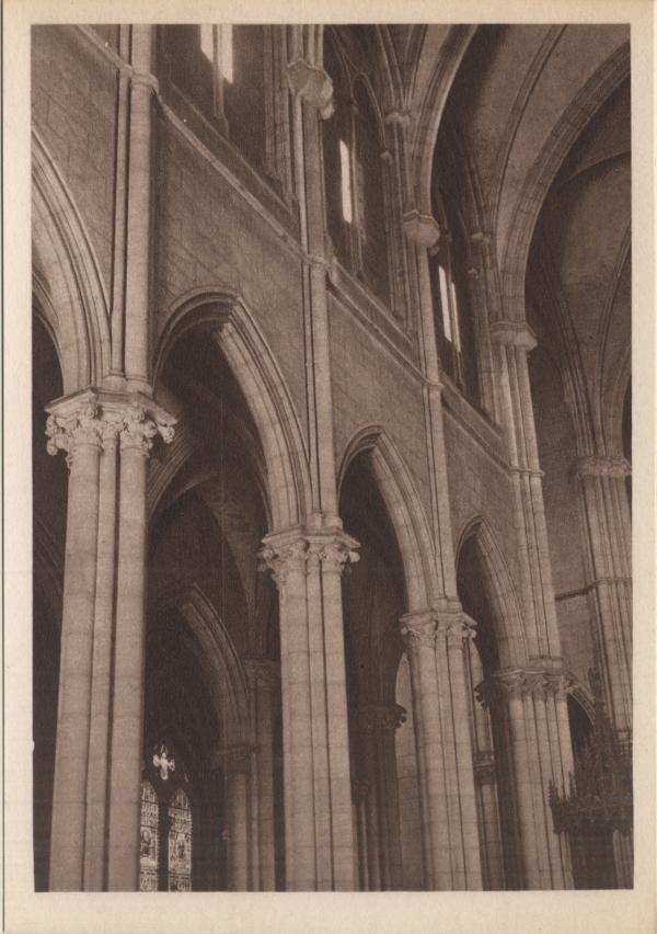 Lyon : Église de la Rédemption ; Détails d'architecture ; Colonnes et chapiteaux
