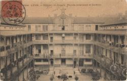 Lyon : Hôpital St-Joseph ; Façade intérieure et Jardins.