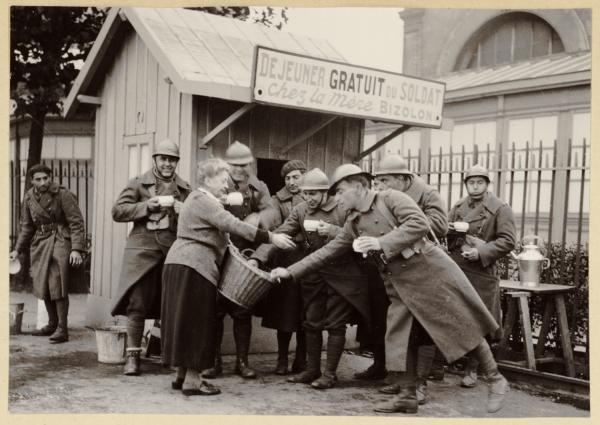 [Le Déjeuner gratuit du soldat, chez Clotilde Bizolon, à Perrache, en 1939]