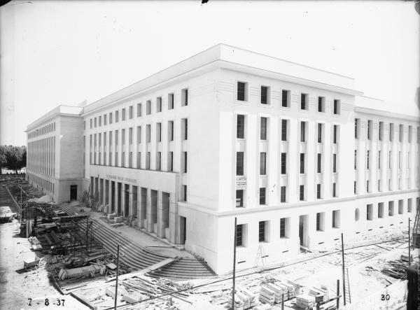 [Construction de l'Hôtel des Postes, Télégraphes et Téléphonies de Lyon (1934-1938) : l'édifice en cours d'achèvement]