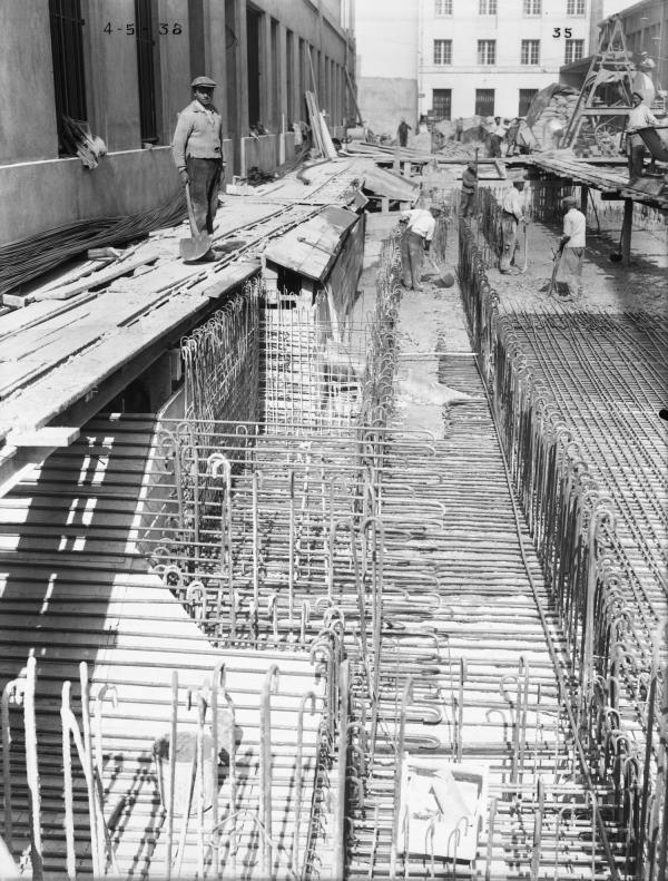 [Construction de l'Hôtel des Postes, Télégraphes et Téléphonies de Lyon (1934-1938) : ouvriers sur le chantier]