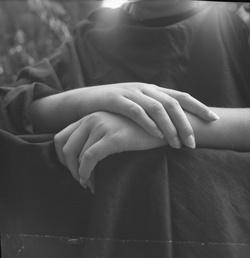 [Photographie de mains]