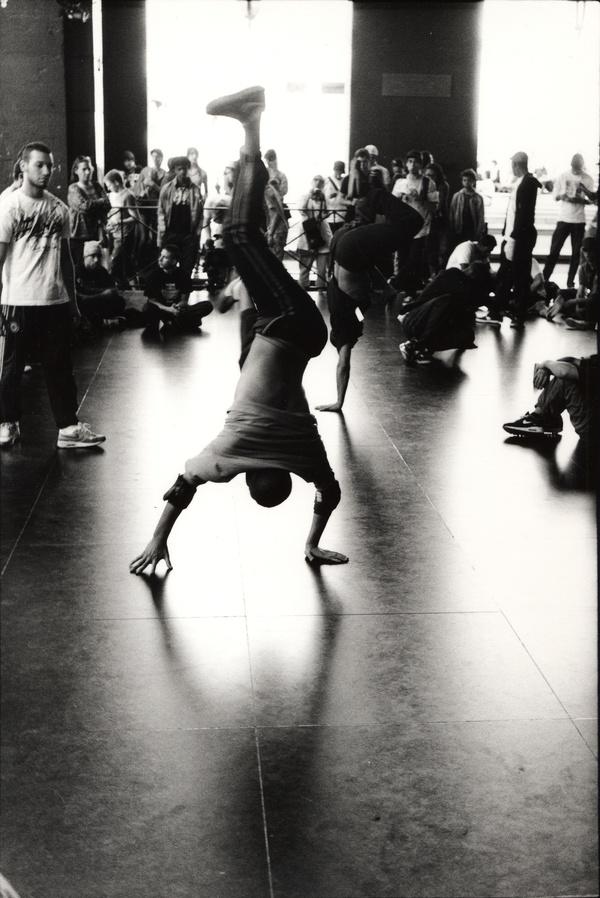 Danseurs de hip-hop sous les arcades de l'Opéra