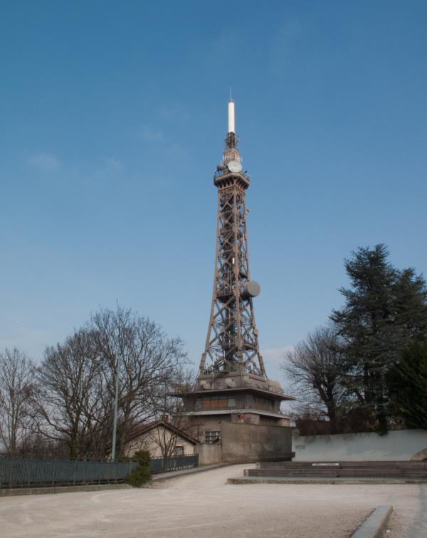 La Tour métallique vue depuis la promenade de la Sarra