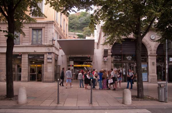 Avenue du Doyenné : station de métro Vieux-Lyon