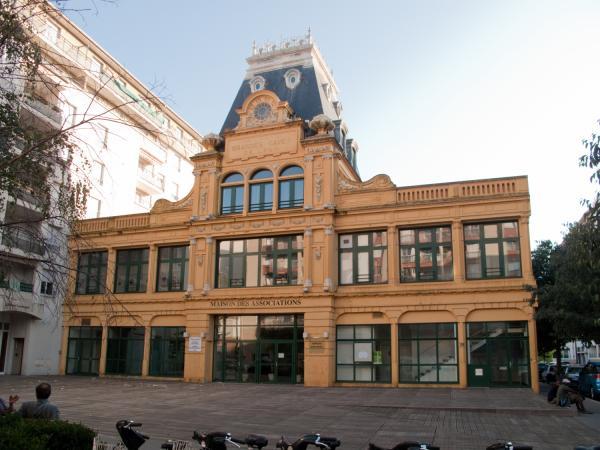 Avenue Lacassagne : maison des associations du quartier Sans-Souci