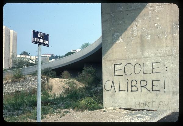 """Graffiti : """"Ecole (ca)Libre"""""""