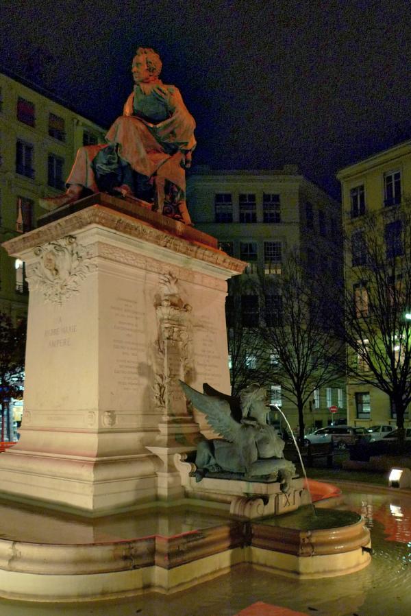 Statue d'Ampère, place Ampère