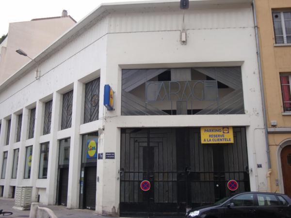 Grande rue de la Guillotière : ancien garage de style Art-déco