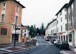 [Avenue Charles-de-Gaulle à Charbonnières-les-Bains]