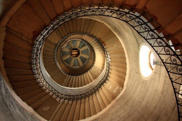 [Escaliers de la tour de la Justice, dans la basilique de Fourvière]