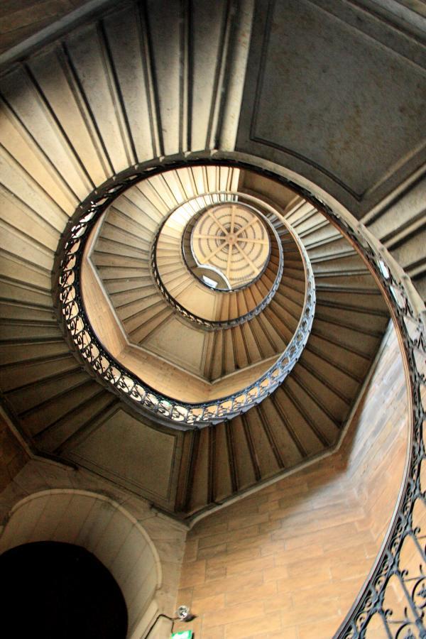 [Escalier de la tour de la Justice dans la basilique de Fourvière]