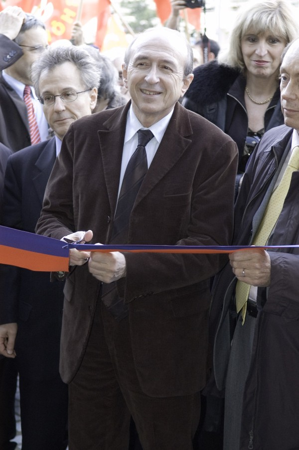 [Gérard Collomb lors de l'inauguration de la nouvelle entrée de la bibliothèque]