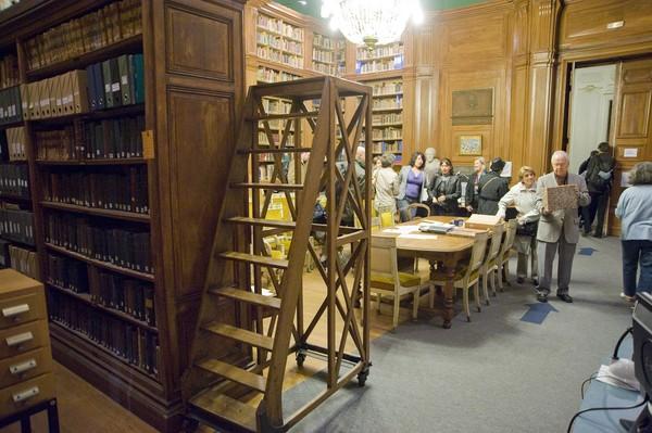 """[Heure de la découverte sur la """"Visite des bibliothèques anciennes""""]"""