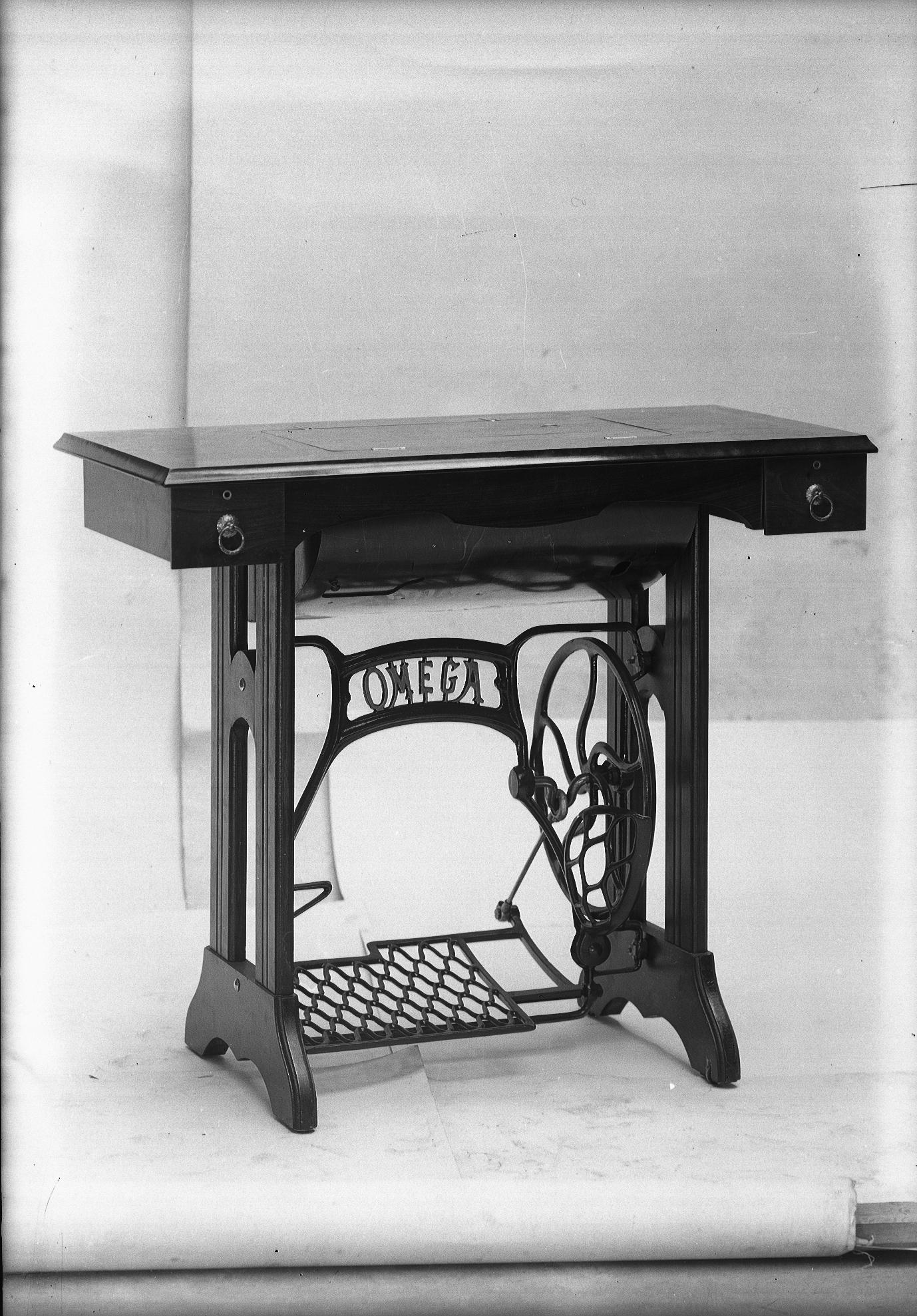 photographes en rh ne alpes table pour une machine. Black Bedroom Furniture Sets. Home Design Ideas