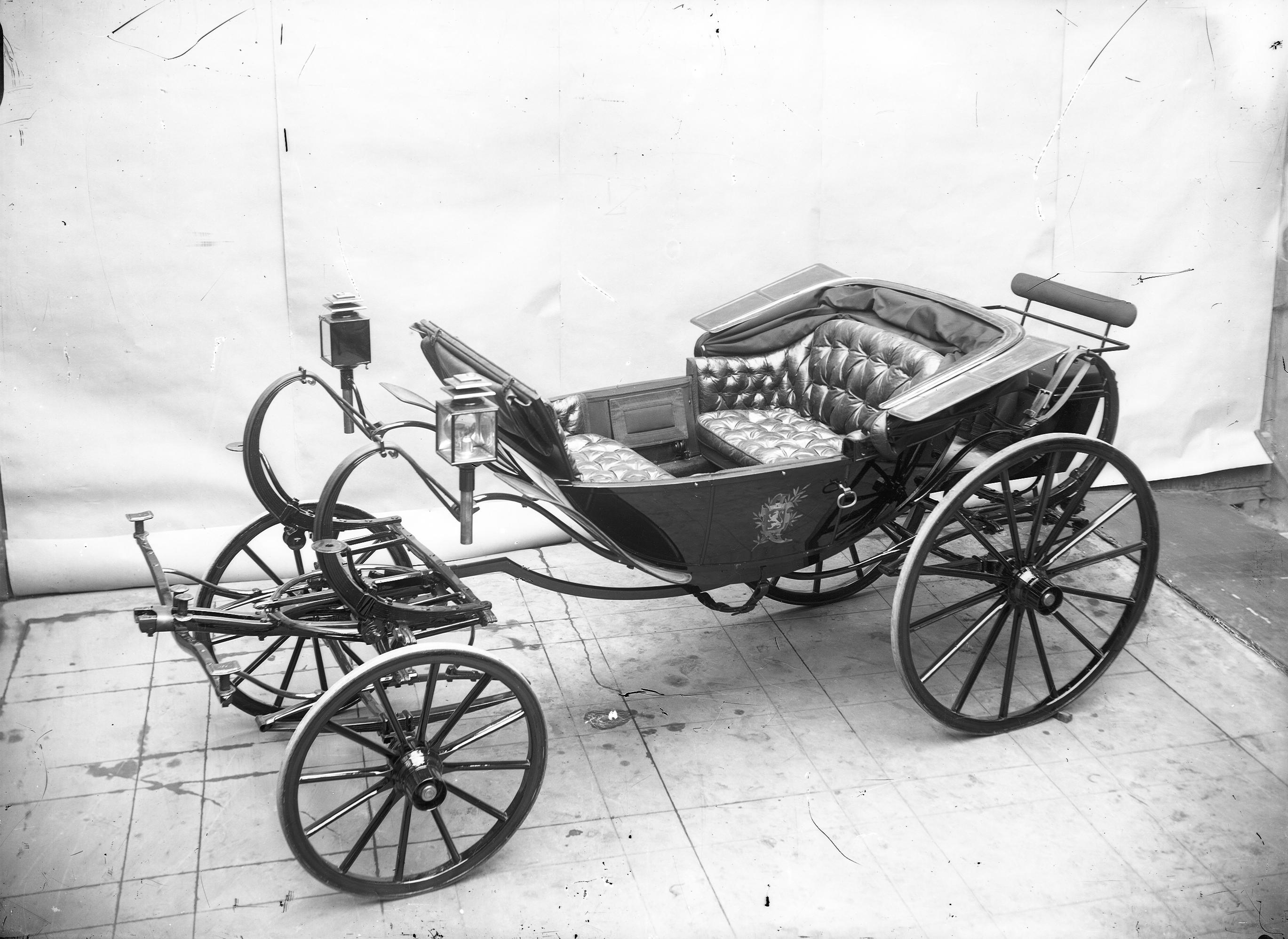 photographes en rh ne alpes voiture hippomobile de type cal che de darmont huit ressorts. Black Bedroom Furniture Sets. Home Design Ideas